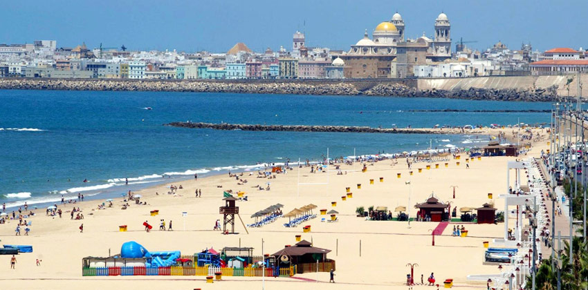 Best beaches in Cadiz: The Victoria Beach | Sevilla con los peques