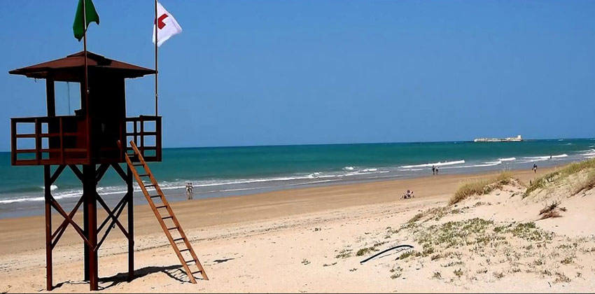Best beaches in Cadiz: The Barrosa Beach in Chiclana | Sevilla con los peques